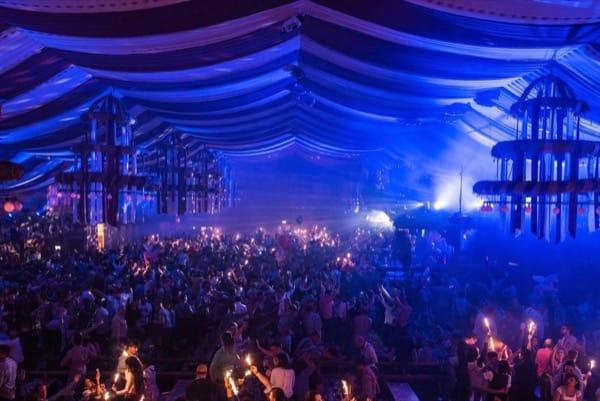 Veranstaltungstechnik im Festzelt beim Oktoberfest